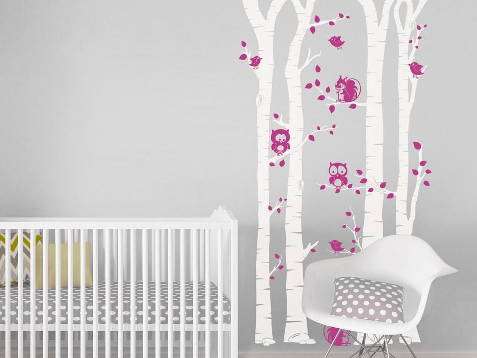Kinderzimmer Tapete Oder Putz : Wandtattoo Baumst?mme mit lustigen Tiere Wandtattoo im Kinderzimmer