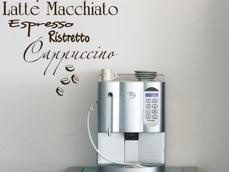 Kaffeemaschine mit Wandtattoo als Deko