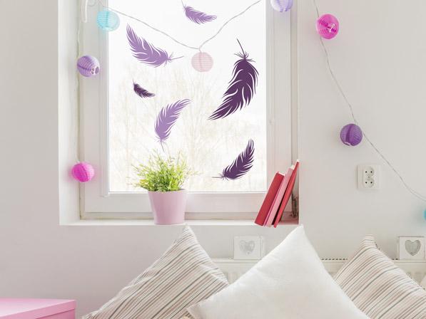 Wandtattoo Federn als Fensterdeko im Kinderzimmer