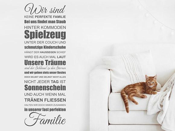 wandtattoo wir sind keine perfekte familie bei uns findet man staub. Black Bedroom Furniture Sets. Home Design Ideas